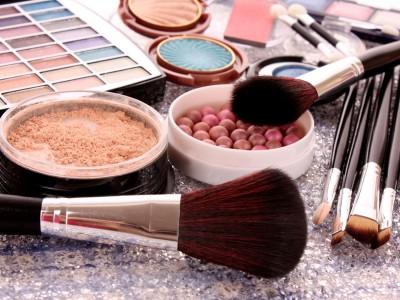 Make up Produkte, Pinsel ,Rouge, Lippenstift